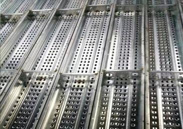 建筑钢跳板的装卸与搬运